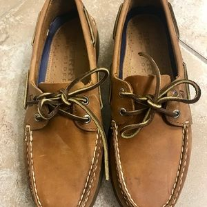 Sperry man boat shoes.